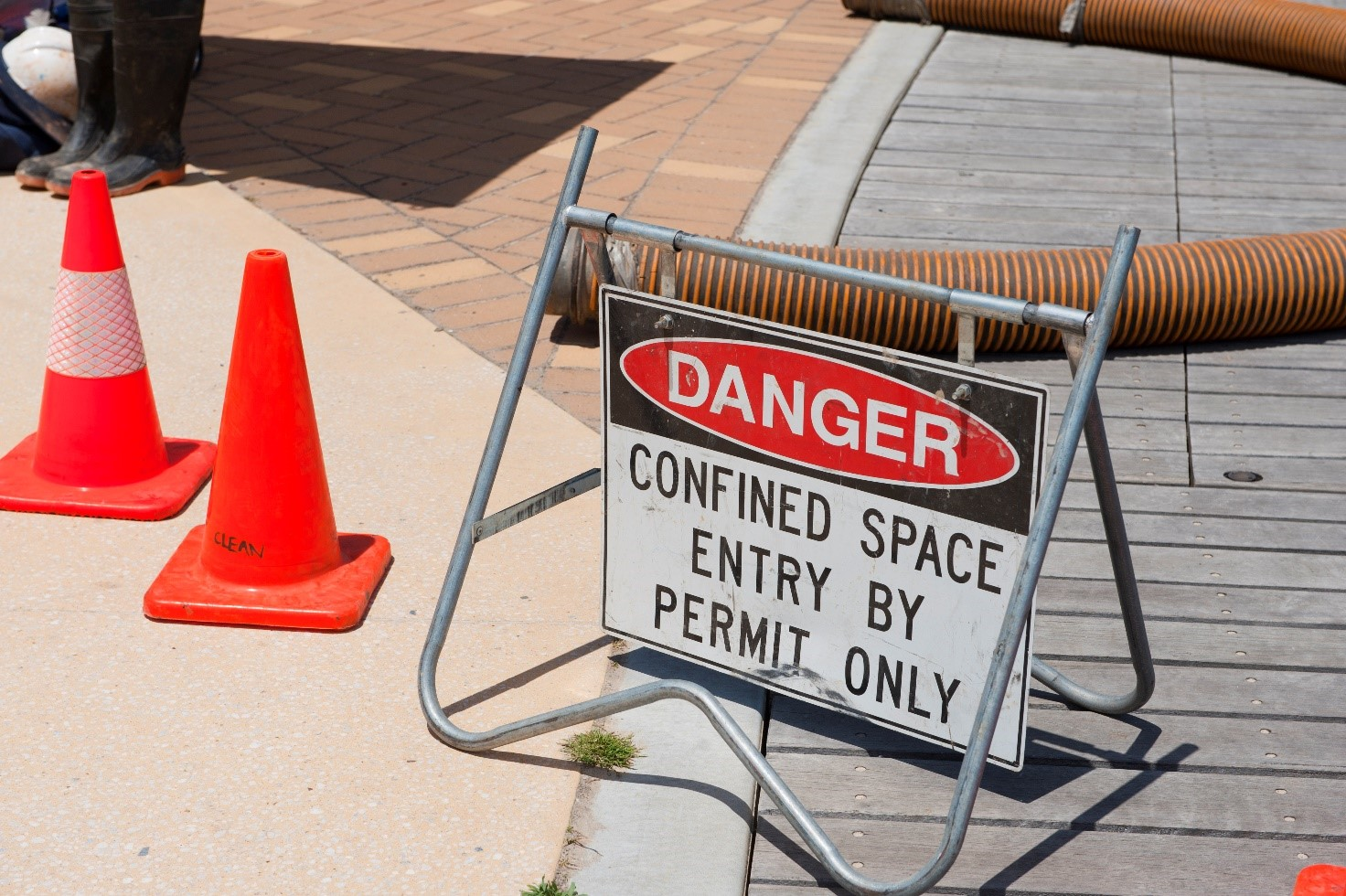 working inside confined space precautions Working inside a confined space area confined space hazards can include 1 comment on confined spaces require adequate safety procedures and protocol.